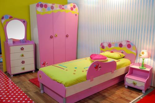 Girls Bedroom Idea 8 – Brilliant Pink Theme
