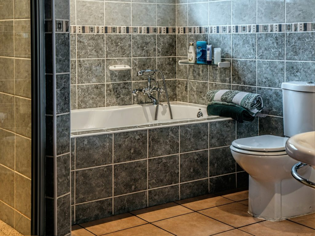 grey-bathroom-tile