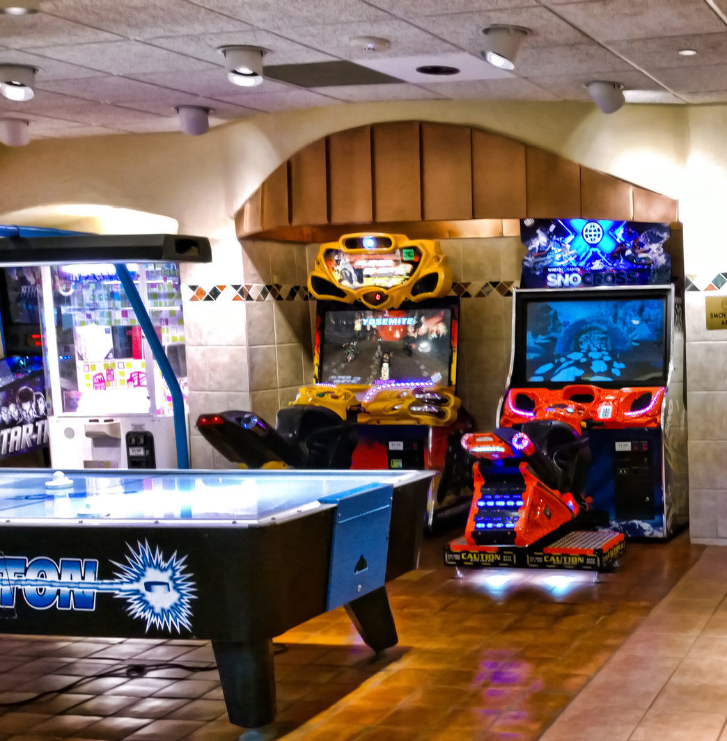 The Coolest Ultimate Man Cave Ideas Homely Vista - Retro games room ideas